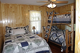 Third bedroom with 3 beds in Star Falls Resort Cabin